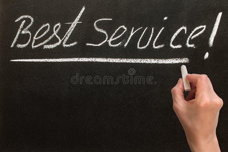 Najlepszy usługa! tekst na czarnym chalkboard obrazy royalty free