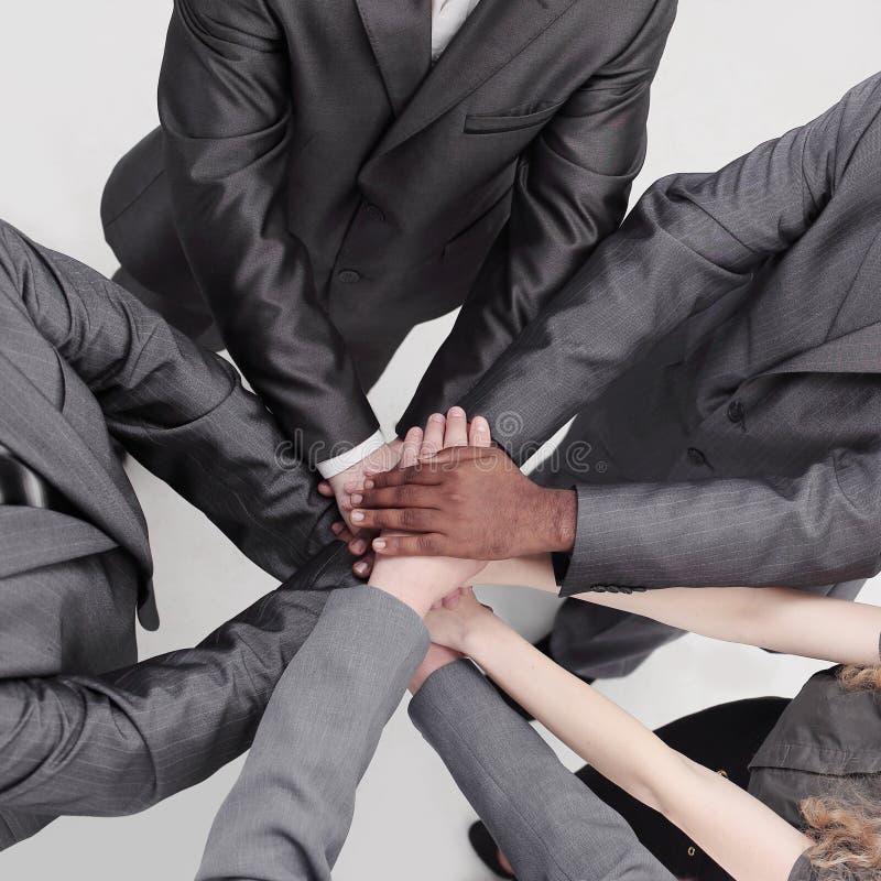 najlepszy widok międzynarodowa biznes drużyna pokazuje ich jedność fotografia stock