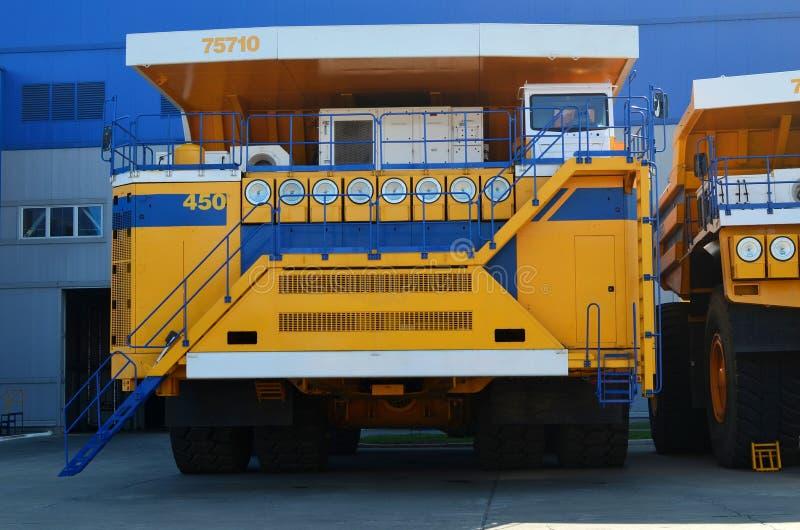 Największa na świecie ciężarówka z napędem elektrycznym składająca się z czterech silników elektrycznych fotografia stock