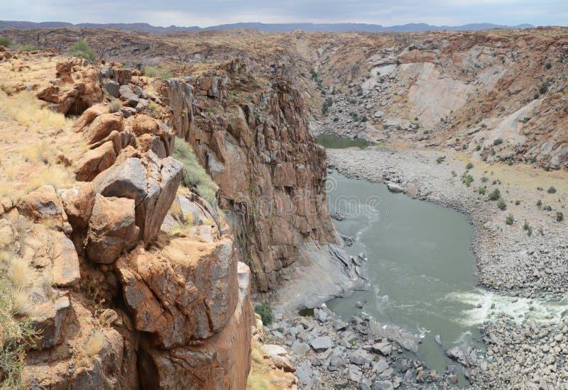 Nakładające falezy nadwieszą Pomarańczowego Rzecznego wąwóz, Augrabies spadki parki narodowi, Południowa Afryka obraz stock