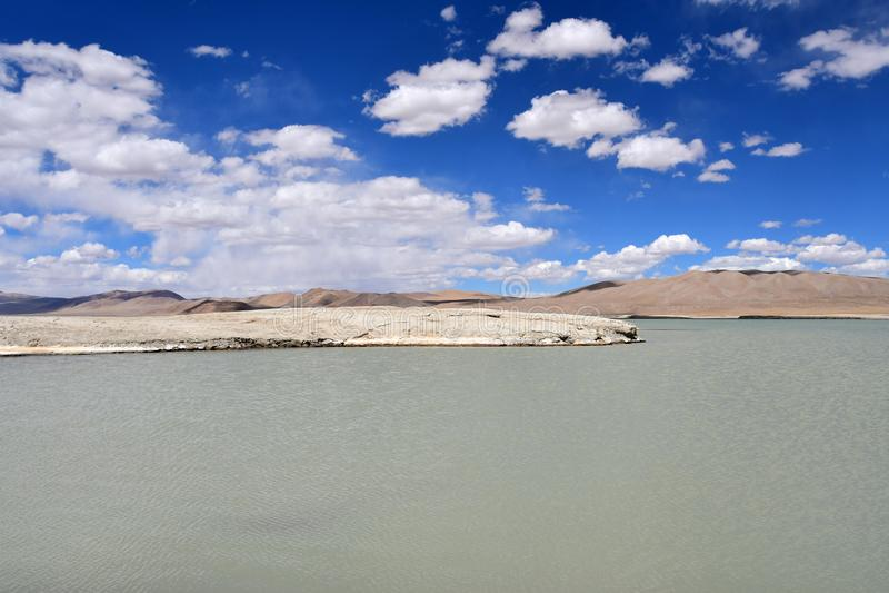 NAK fuertemente salino de Ruldan del lago en T?bet, China imagen de archivo