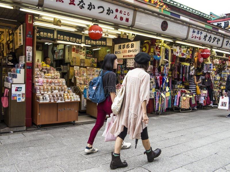 Nakamise dori在浅草,东京 免版税库存照片