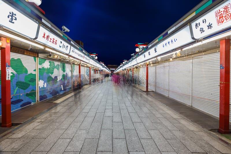 Nakamise het Winkelen Straat bij Sensoji-Tempel in Tokyo royalty-vrije stock afbeelding
