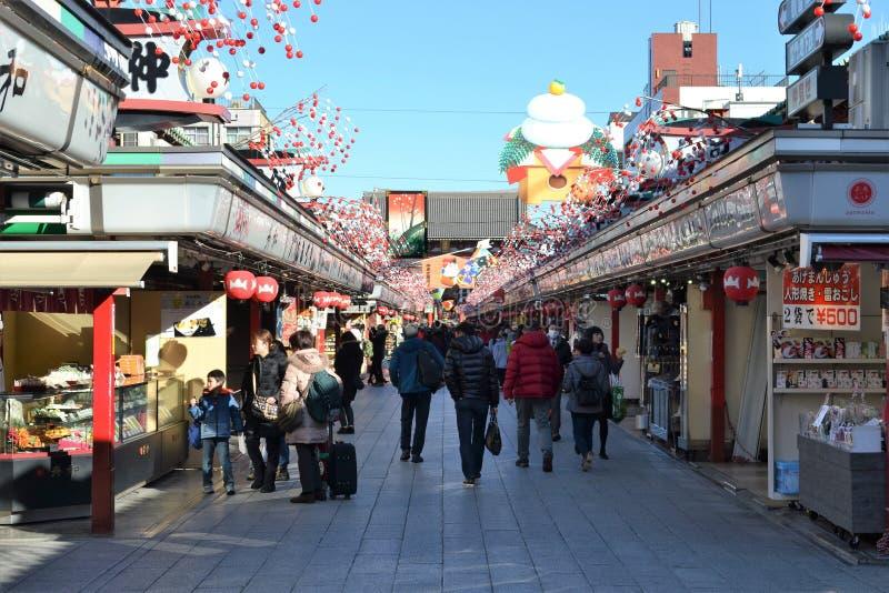 Nakamise het winkelen straat Tokyo stock afbeelding