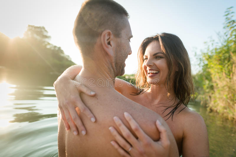 matures-nude-couple-bathing-pic