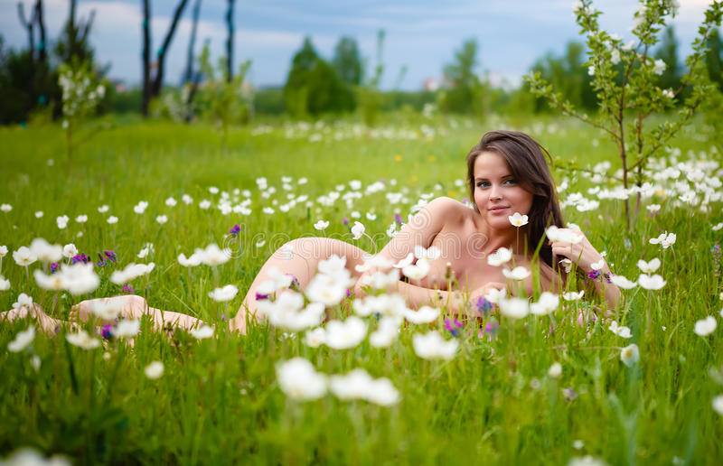 girls naked in the flowers