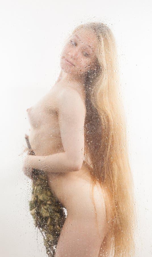 Naken blondin