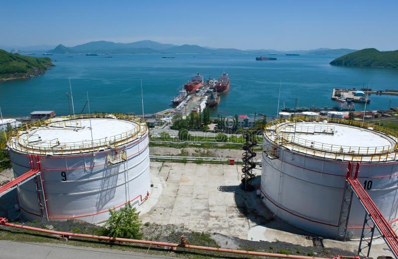 Nakhodka, Daleki Na wschód od Rosja - 30 2014 Maj: Rosneft terminal naftowy w porcie Nakhodka pogodny letni dzień obrazy stock