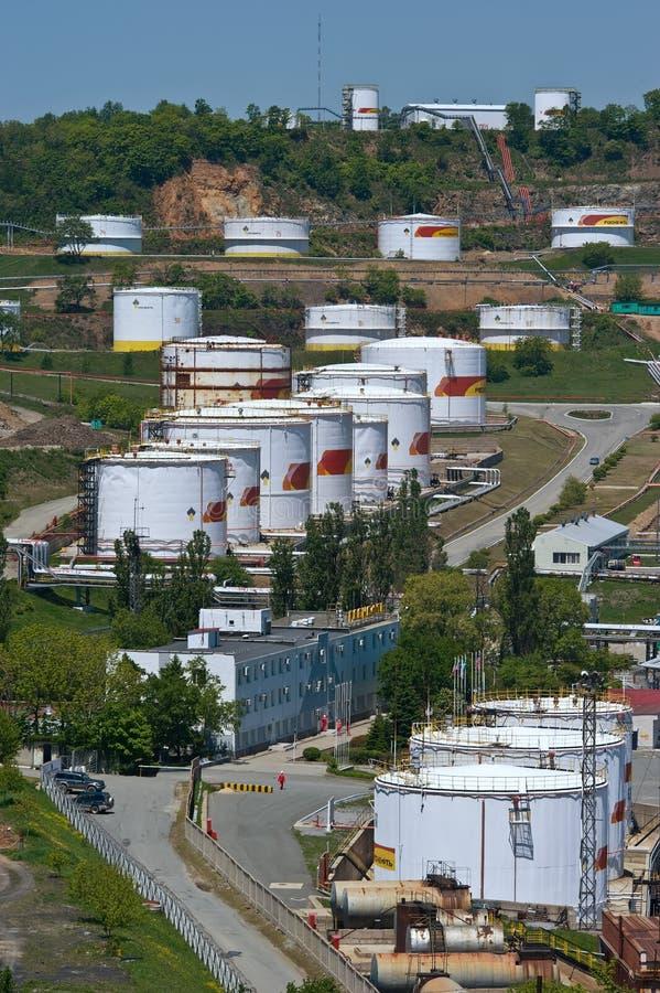Nakhodka, Daleki Na wschód od Rosja - 30 2014 Maj: Rosneft terminal naftowy w porcie Nakhodka pogodny letni dzień zdjęcia royalty free