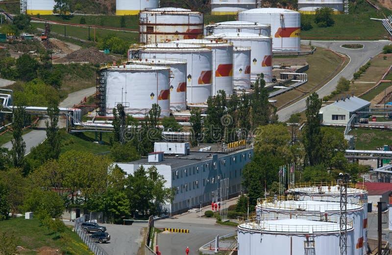 Nakhodka, Daleki Na wschód od Rosja - 30 2014 Maj: Rosneft terminal naftowy w porcie Nakhodka pogodny letni dzień obraz royalty free