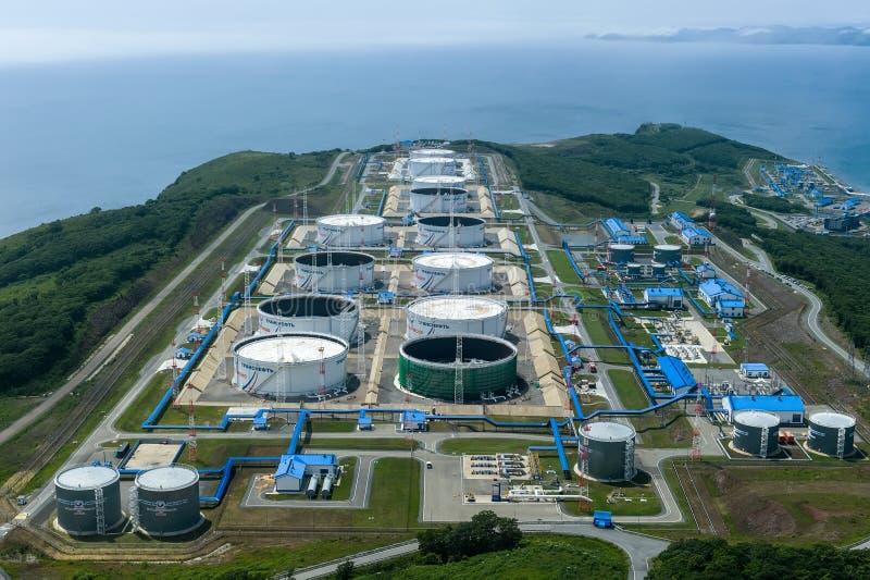 Nakhodka, Rússia - 5 de julho de 2019: Central de petróleo da empresa Transneft fotos de stock