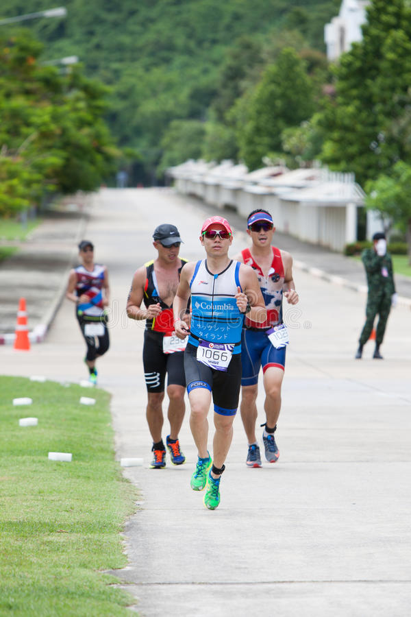 Nakhon Nayok, Thailand - 25. Juni 2017: Triathletes, das in Ch läuft stockbilder