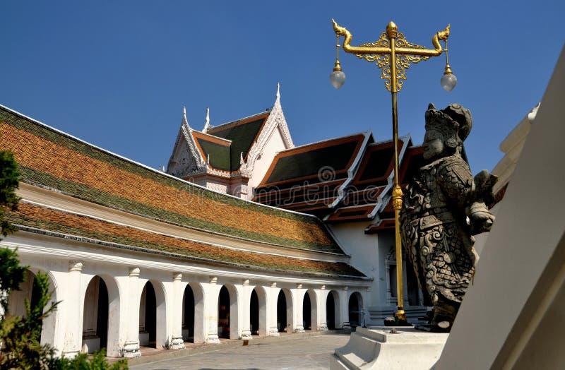 Nakhon Pathom, Tailandia: Wat Phra Pathom Chedi immagini stock libere da diritti