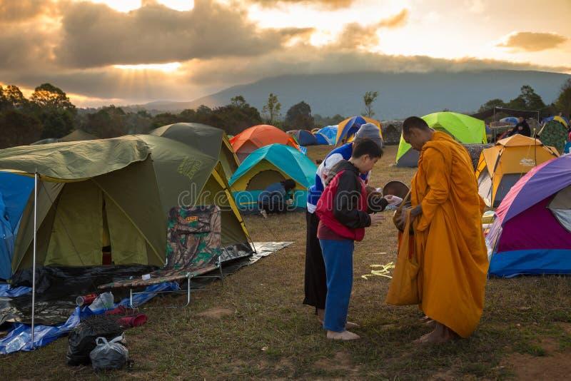 Nakhon Ratchasima, Thaïlande-décembre 31,2017 : Le lever de soleil de matin, les gens viennent pour détendre en vacances, donnent images stock