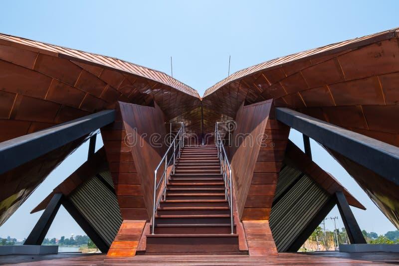 Nakhon Sawan, Tailandia - 12 de abril de 2019: Vista de Pasan, el edificio conmemorativo para el origen de Chao Phraya River en N fotos de archivo libres de regalías