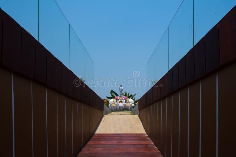 Nakhon Sawan, Tailandia - 12 de abril de 2019: Vista de Pasan, el edificio conmemorativo para el origen de Chao Phraya River en N imagen de archivo