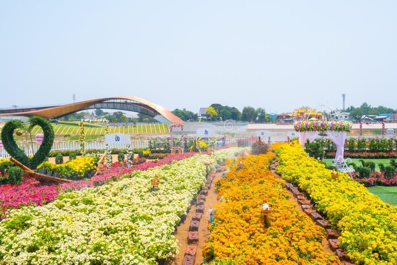 Nakhon Sawan, Tailandia - 12 de abril de 2019: Vista de Pasan, el edificio conmemorativo para el origen de Chao Phraya River en N imagenes de archivo