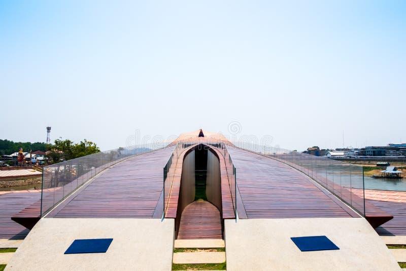 Nakhon Sawan, Tailandia - 12 de abril de 2019: Vista de Pasan, el edificio conmemorativo para el origen de Chao Phraya River en N fotos de archivo