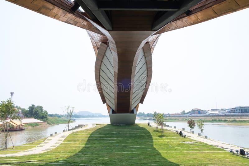 Nakhon Sawan, Tailandia - 12 de abril de 2019: Vista de Pasan, el edificio conmemorativo para el origen de Chao Phraya River en N imágenes de archivo libres de regalías