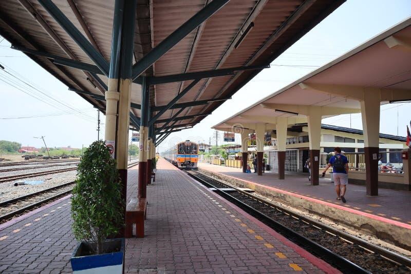 Nakhon Sawan, Tailandia, el 6 de mayo de 2019, los ferrocarriles tailandeses tiene pasajeros que viajan para viajar a Tailandia imagen de archivo