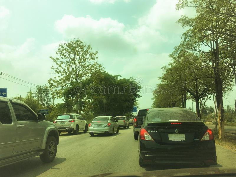 Nakhon Sawan, Thailand-April 16,2019: Leute sind wahrscheinlicher, Verkehr zu ignorieren Gebrauch von illegalem Verkehr der Fahrb stockbilder