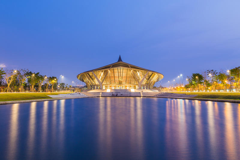 NAKHONPATHOM,泰国- 2015年3月13日:单玛希顿的音乐厅 库存照片
