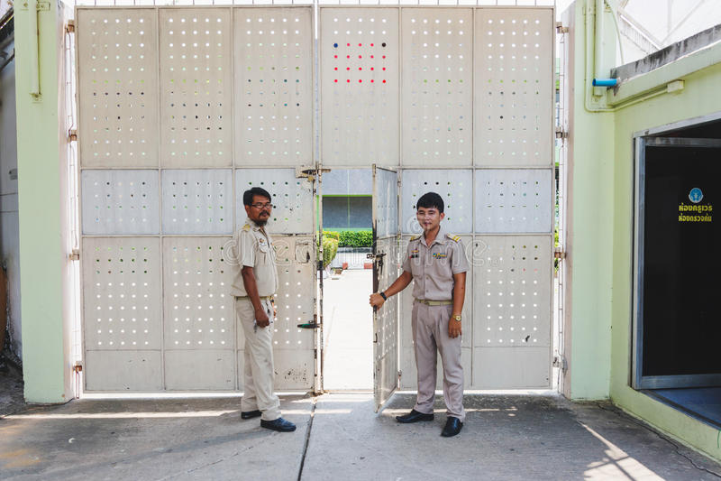 Nakhonsawan Tailandia, 5 Apirl 2017: custode della guardia carceraria in unifo fotografie stock