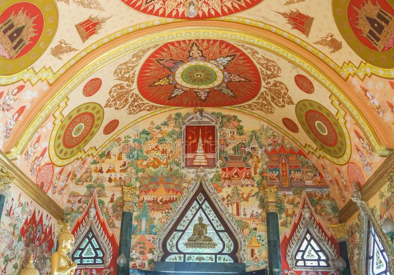 Nakornpathom/Tailandia - 1° luglio 2019: Pittura murala buddista della credenza in tempio di Srisathong per fede della gente immagini stock libere da diritti