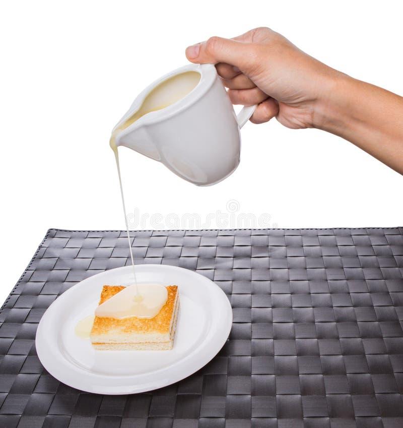 Nalewać Kondensującego mleko zdjęcie royalty free