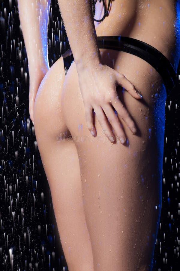 Nalgas femeninas mojadas. imagen de archivo libre de regalías