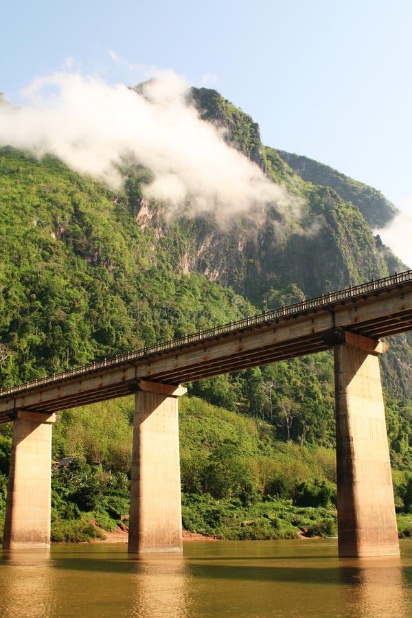 Nam-ou überbrücken am nhong-kiew lizenzfreies stockbild