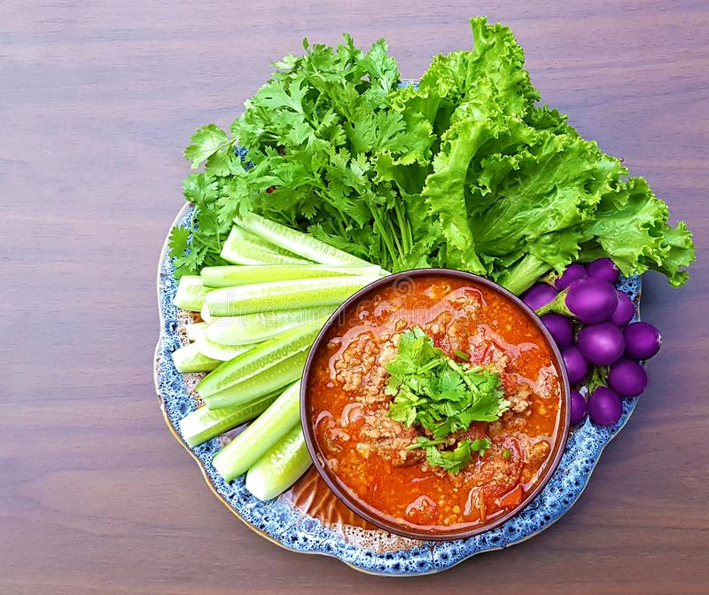 Nam prik Ong,泰国与许多的辣椒酱新鲜的ve 免版税库存图片