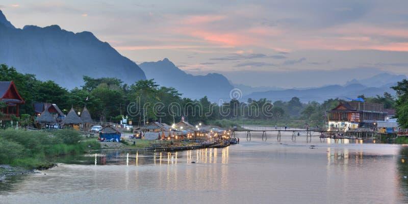 Nam Song flod på solnedgången Vang Vieng laos royaltyfria foton