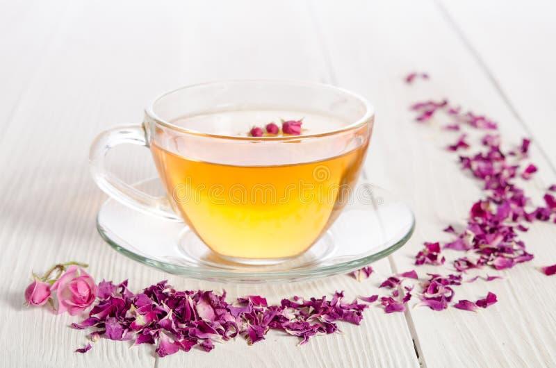 Nam thee en droge bloemblaadjes toe royalty-vrije stock fotografie