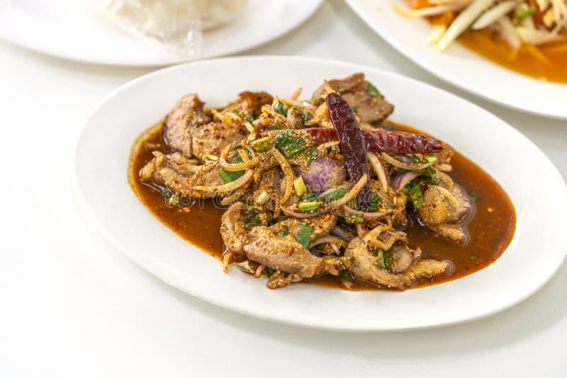 Nam Tok, Spicy BBQ porco ou salada de carne fotografia de stock