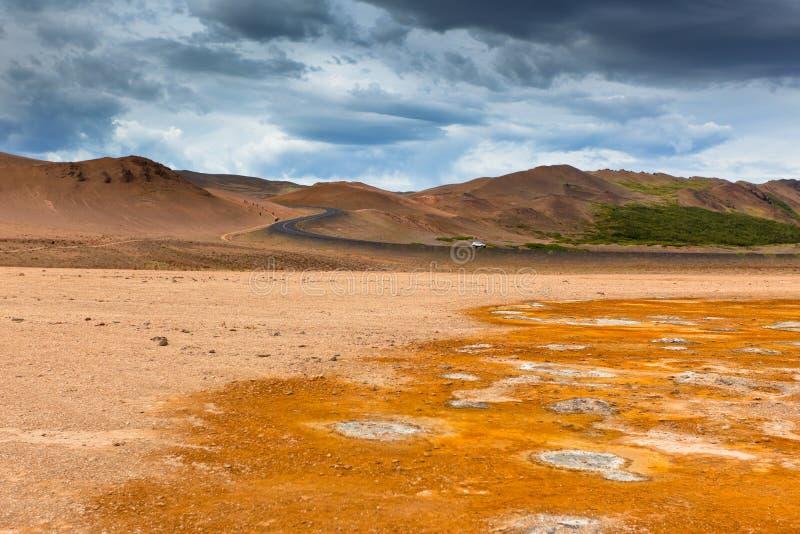 Namafjall, een Geothermisch Gebied met de Gebieden van de Zwavel in IJsland stock afbeelding