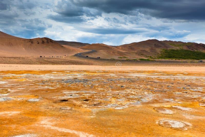 Namafjall, Geotermiczny teren z siarek polami w Iceland obrazy stock