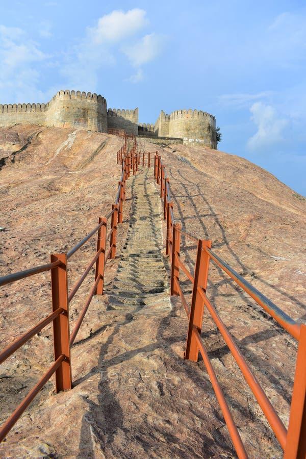 Namakkal, Tamilnadu - la India - 17 de octubre de 2018: Escalera del fuerte de Namakkal imagenes de archivo