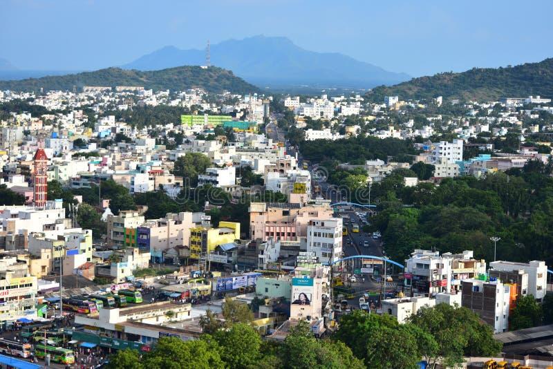 Namakkal, Tamilnadu - la India - 17 de octubre de 2018: Opinión de la ciudad de Namakkal del altozano imagenes de archivo