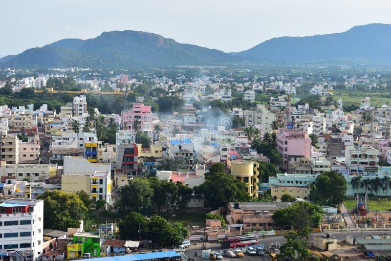 Namakkal, Tamilnadu - la India - 17 de octubre de 2018: Opinión de la ciudad de Namakkal de Rockfort fotos de archivo libres de regalías