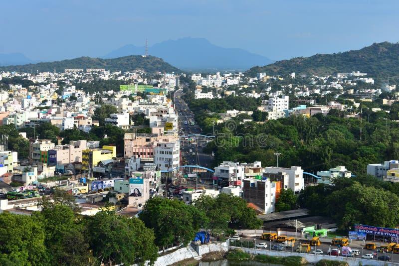 Namakkal, Tamilnadu - la India - 17 de octubre de 2018: Paisaje urbano de Namakkal de Rockfort foto de archivo libre de regalías