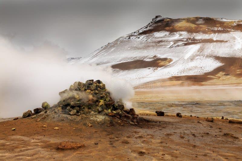 Namaskard geotermiczny aktywny powulkaniczny teren obrazy stock