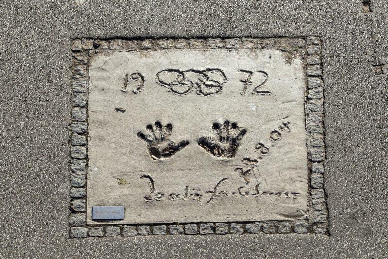 Namen en handdrukken van sterren bij de gang van München van bekendheid in stock afbeelding
