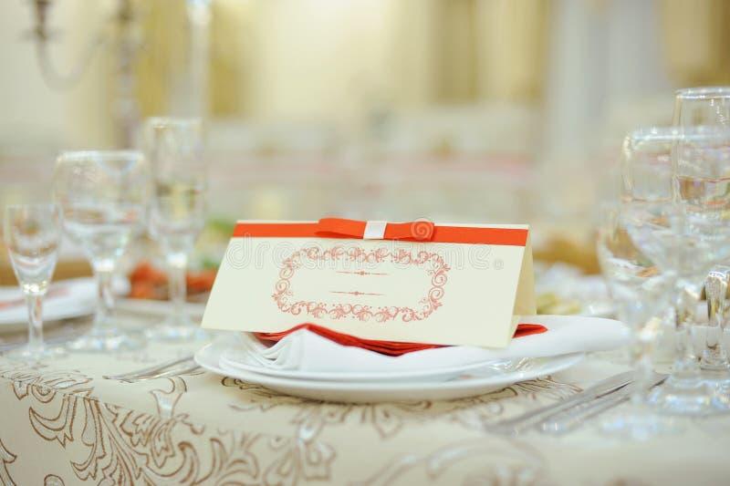 Namenskarte mit rotem Band lizenzfreie stockfotografie