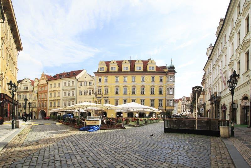 Namesti maschio nel centro storico di Praga immagine stock libera da diritti