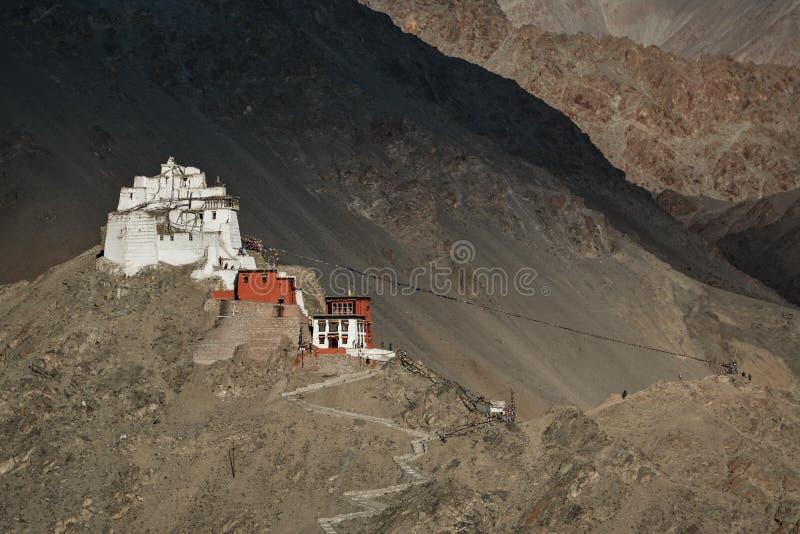 Namgyal Tsemo Gompa i aftonen för solnedgången Ladakh in royaltyfria foton