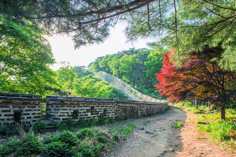 Namhansanseong-Festung in Südkorea stockfotos