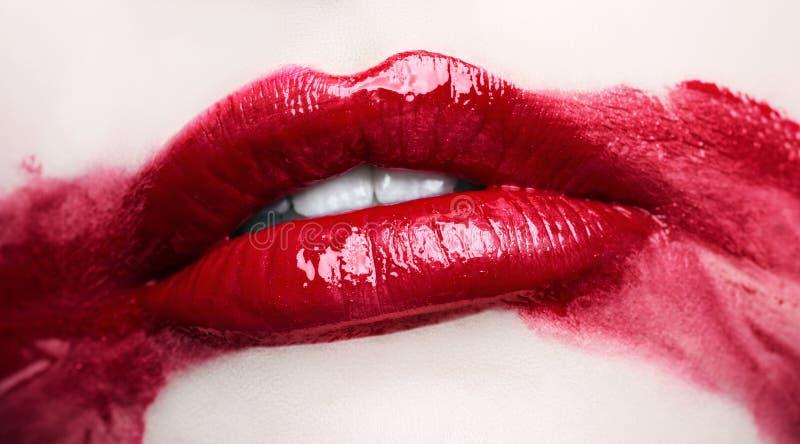 Namiętne czerwone wargi Rozmyty makeup up zakończenie zdjęcie stock