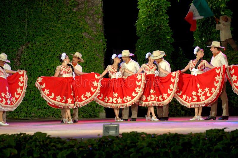 Download Namiętny Taniec W Czerwonym I Białym Zdjęcie Stock Editorial - Obraz złożonej z grace, kolorowy: 57670473