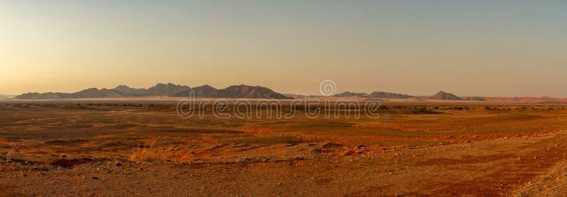 Namib-desrt Sonnenaufgangpanorama stockfotos